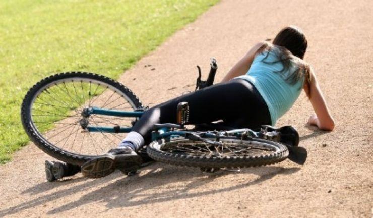 Minoră la un pas de moarte după ce o bucată dintr-o bicicletă i-a străpuns abdomenul