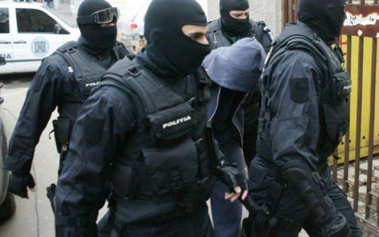 Căutați pentru încăierare și înșelăciune, prinși de polițiști
