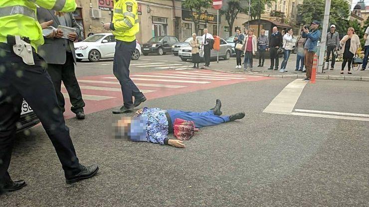 Bărbat lovit pe trecerea de pietoni, la Casa de Modă