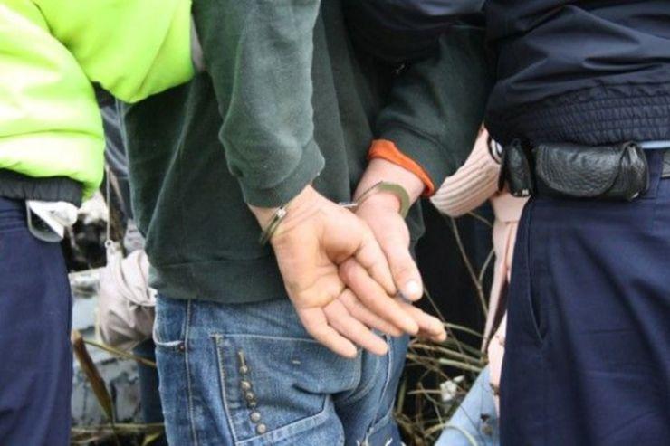 Criminalii bătrânei din Micula, prinși de polițiști. Doi dintre cei trei criminali sunt minori