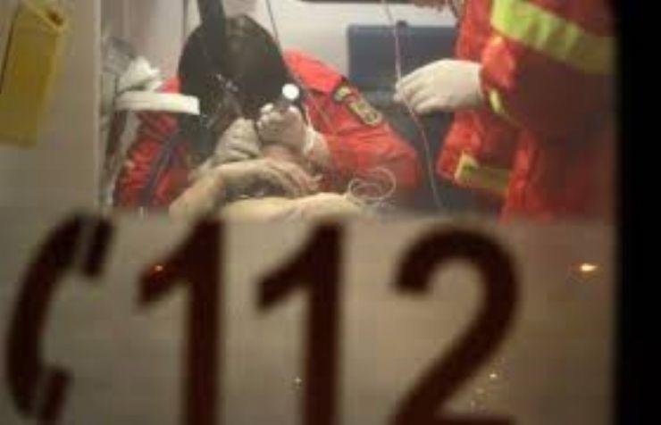 A ajuns la spital după ce a fost bătută cu coada de mătură