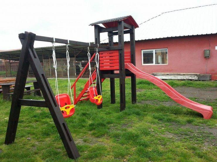 Un copil a murit strangulat cu șnurul de la hanorac
