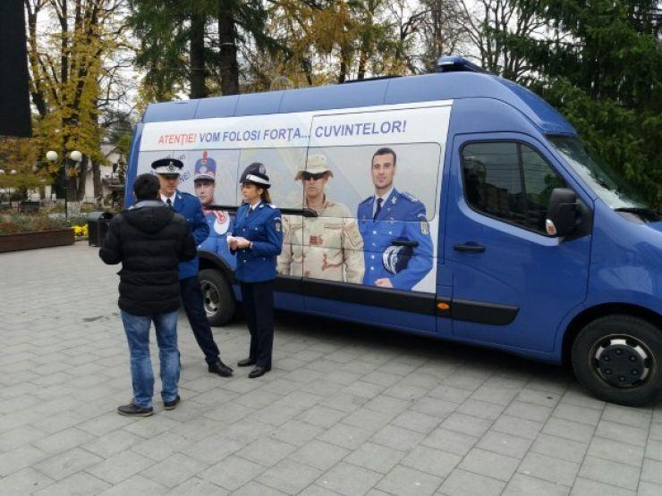Caravana Jandarmeriei recrutează tineri sătmăreni