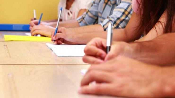 Peste 100 profesori au susţinut azi examenul de definitivare în învăţământ