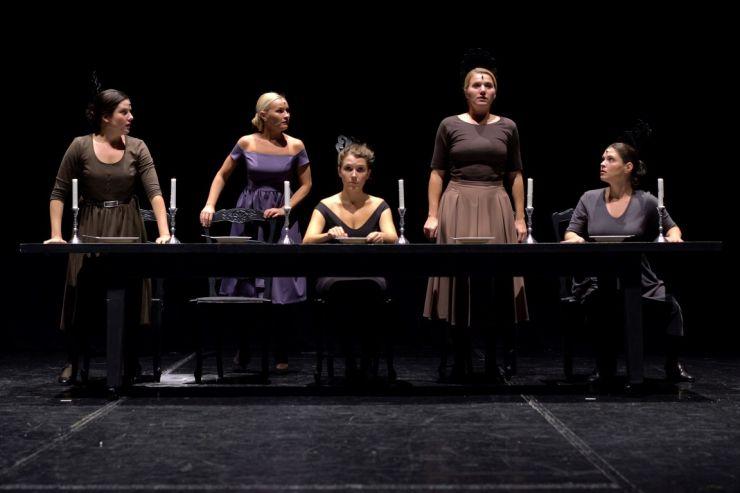Teatru | Trupa Harag György începe noua stagiune cu Casa Bernardei Alba