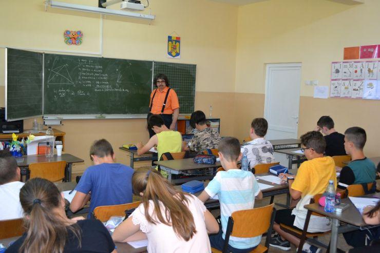 Zeci de elevi din Satu Mare și alte zece județe, în tabără de matematică (foto)