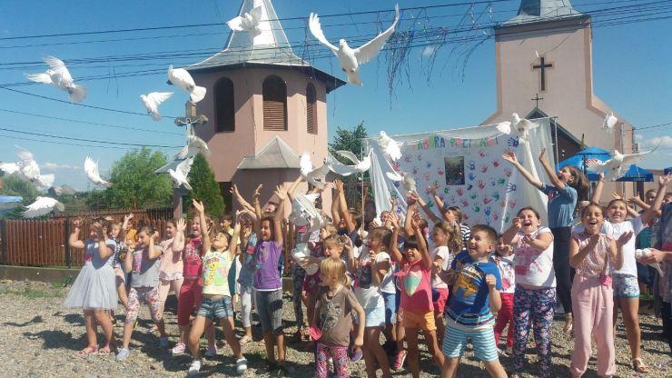 Peste 50 de copii și-au petrecut o zi din vacanță în parohia ortodoxă din Balta Blondă