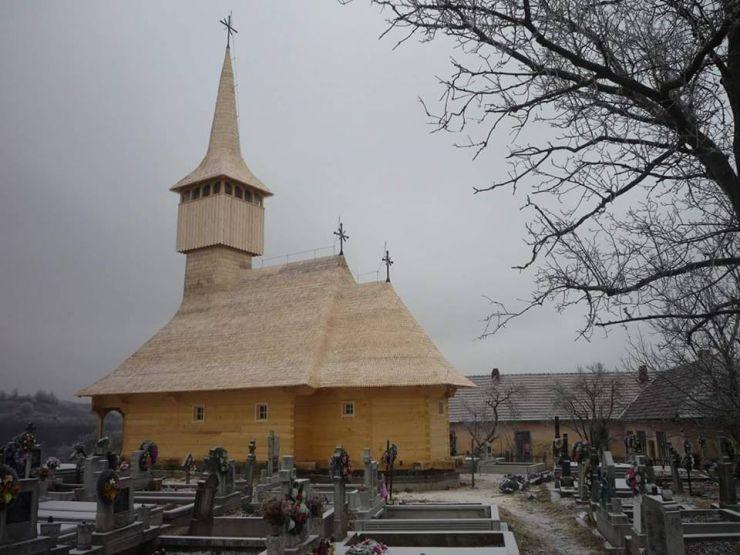 Biserica de lemn din Soconzel va fi inaugurată de Paște
