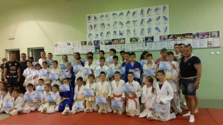 """Zeci de copii au participat la """"Cupa 1 Iunie"""" la judo"""