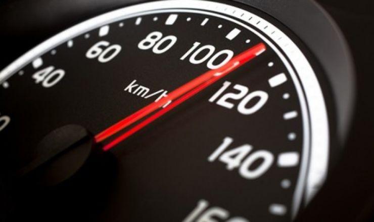 Amendat și lăsat pieton în Satu Mare, după ce a fost prins șofând cu 169 km/h în localitate