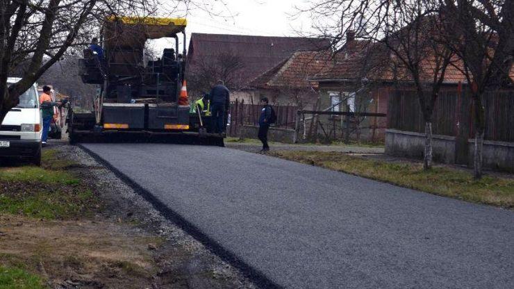 A început marea asfaltare a municipiului Carei