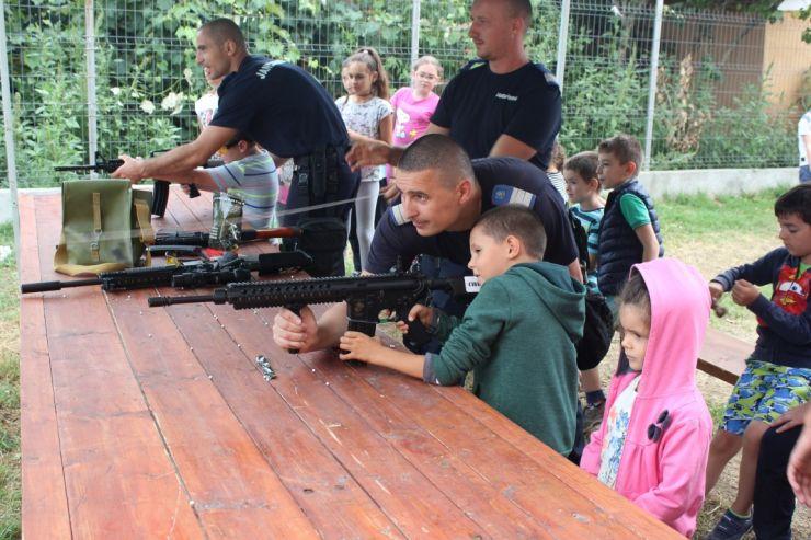Jandarmii sătmăreni, alături de copiii aflați în tabără la Mărtinești