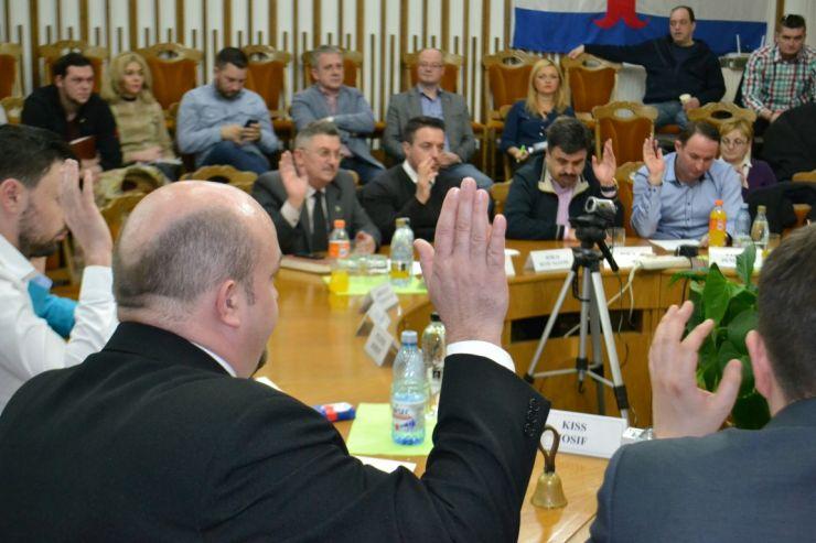 Consilierii locali se întrunesc joi în ședință extraordinară