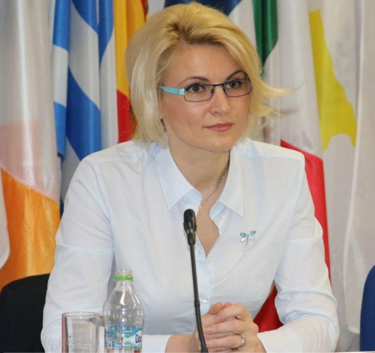 Andreea Paul: Ce au ungurii în plus față de noi de importăm cu peste 2 miliarde de euro mai mult decât exportăm?