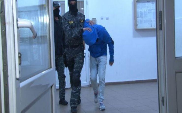 Infractor la 14 ani. Polițiștii au surprins un minor în casa unui bătrân în timp ce  încerca să-i fure economiile