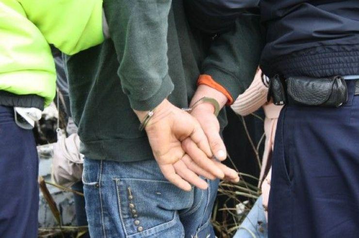 Un tânăr de 18 ani din localitatea Unimăt, cercetat de polițiști pentru comiterea mai multor furturi