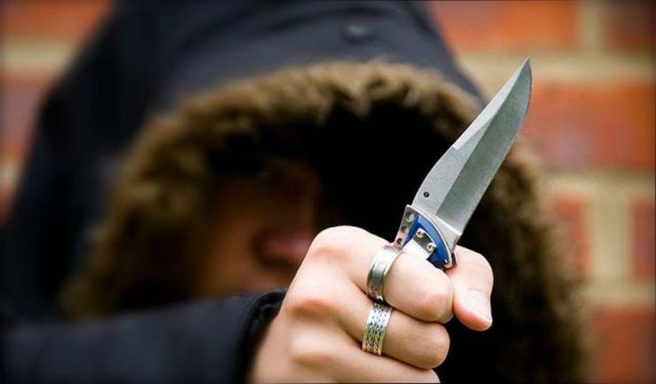 Doi minori au pus cuțitul la gâtul unui taximetrist