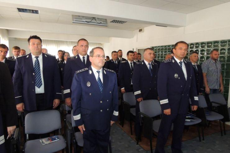24 de polițiști, avansați în grad