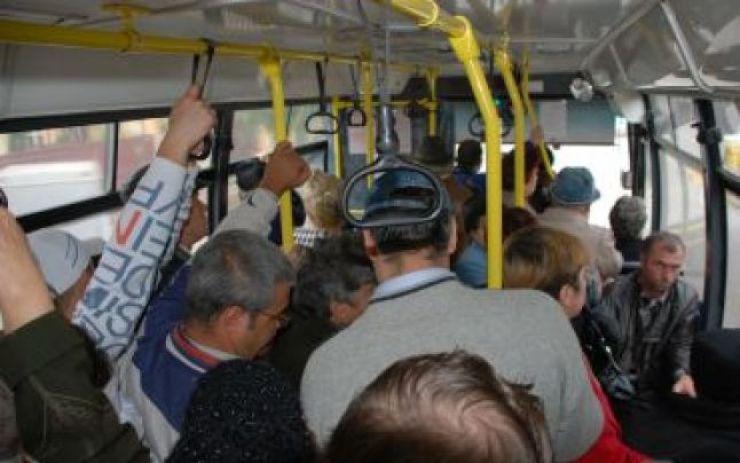 Amenzi pentru şoferii care încarcă microbuzele sau autocarele cu mai mulţi călători decât au voie