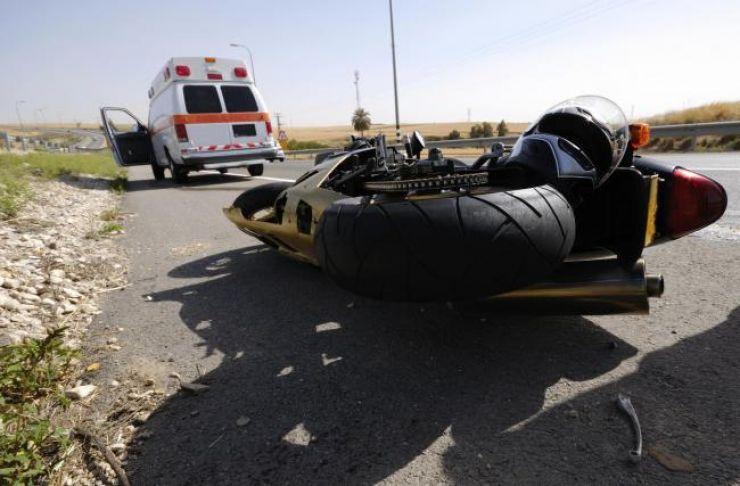 Motociclist rănit grav, după un gest inconștient al unui șofer