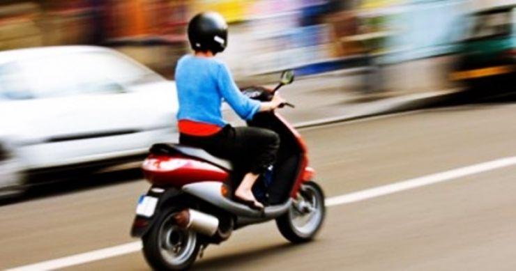 Inconștiență   Minor prins de polițiști, prin Viile Satu Mare, la volanul unui moped neînmatriculat