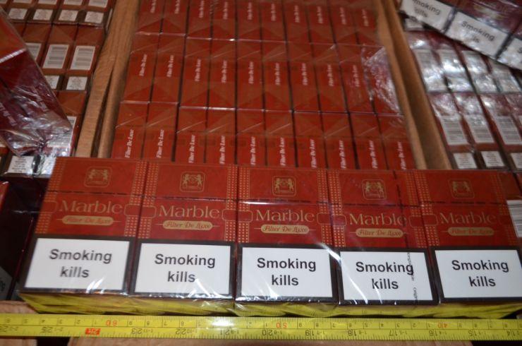 Aproximativ 30 kg de tutun ascunse într-o mașină, depistate la P.T.F. Petea