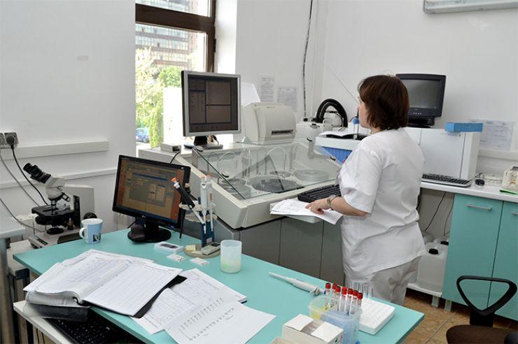 Niciun laborator de analize din spitalele publice din județul Satu Mare nu are contract cu CJAS