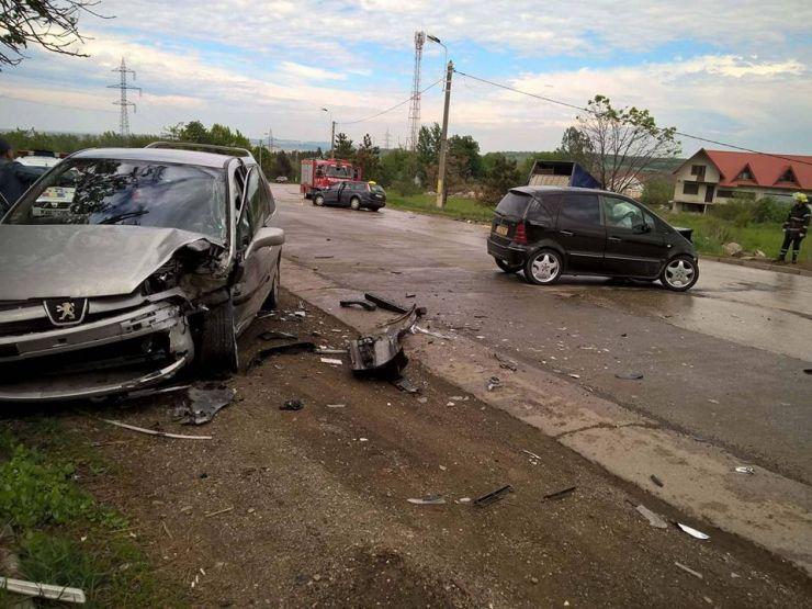 Trei autoturisme, implicate într-un accident rutier la Livada