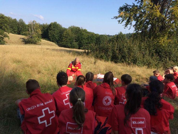 Atelier de prim ajutor organizat de pompieri și voluntari ai Crucii Roșii, la Luna Șes
