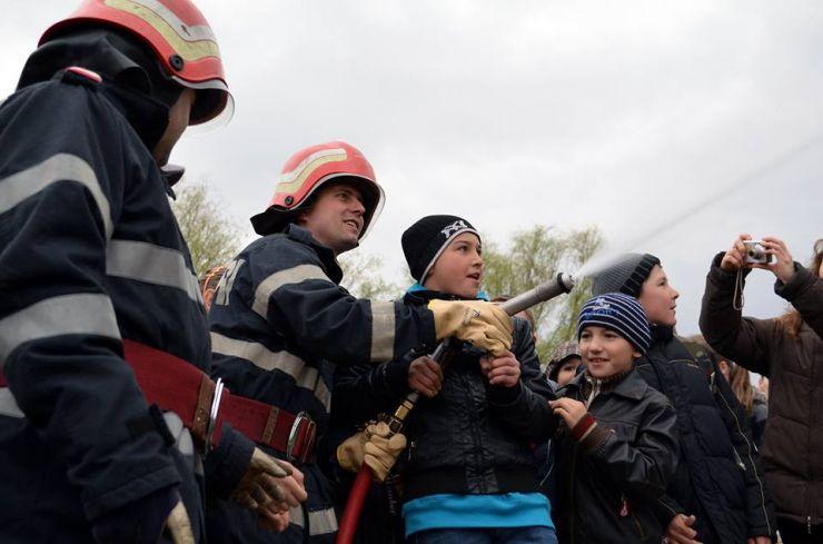 """Pompierii sătmăreni organizează """"Ziua Porților Deschise"""""""