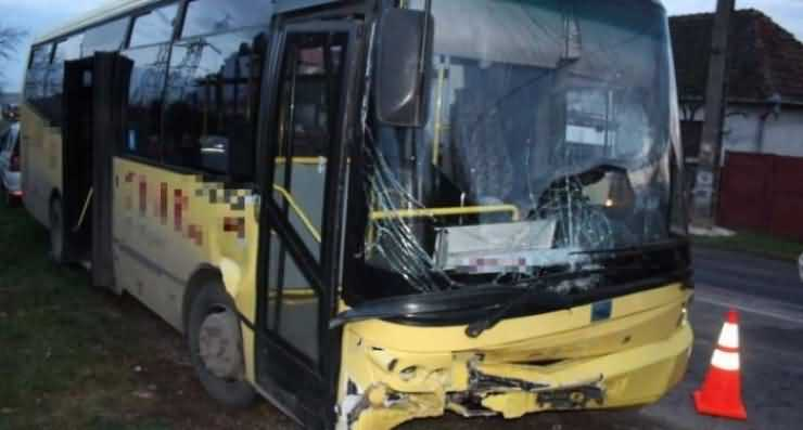 Accident teribil la Corod. Două autobuze s-au tamponat