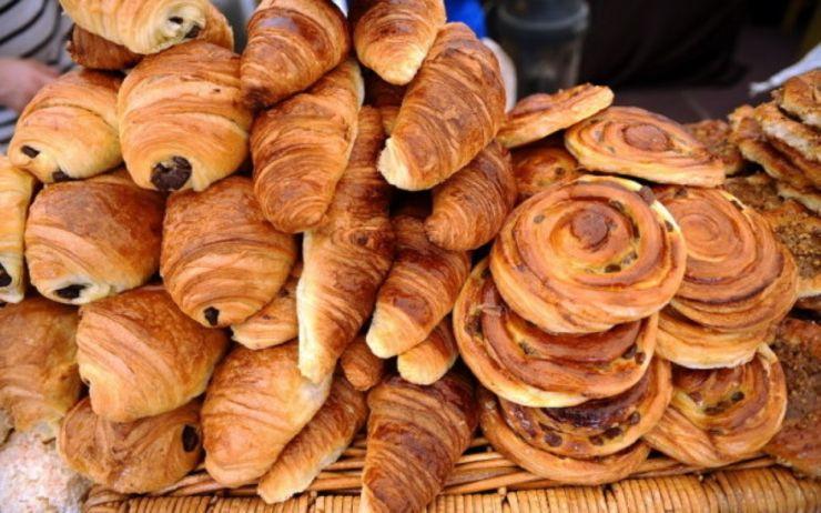 Magazinele care vând pâine și produse de patiserie, obligate să informeze asupra produselor congelate. Protecția Consumatorilor începe verificările