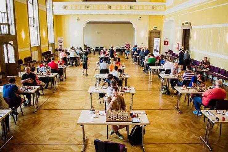 Astăzi se întâlnesc cei doi mari maeștri din fruntea clasamentului de la Festivalul Internațional de Șah de la Satu Mare