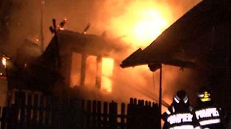 Incendiu la o casă din Medieș Vii