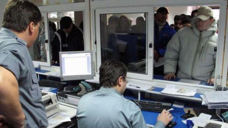 Program prelungit de lucru la Serviciul Înmatriculări Auto și Prefectură
