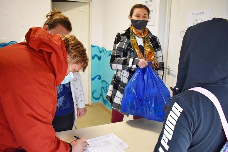 De Paști, 370 de persoane au primit pachete cu alimente