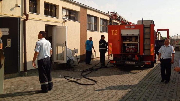 Incendiu la o societate de prelucrare a metalelor prețioase din Satu Mare