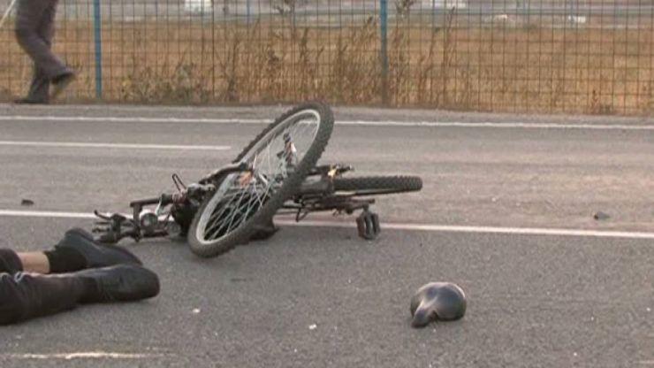 Biciclist lovit de un microbuz. Bărbatul, în vârstă de 70 de ani, a ajuns la spital în stare gravă