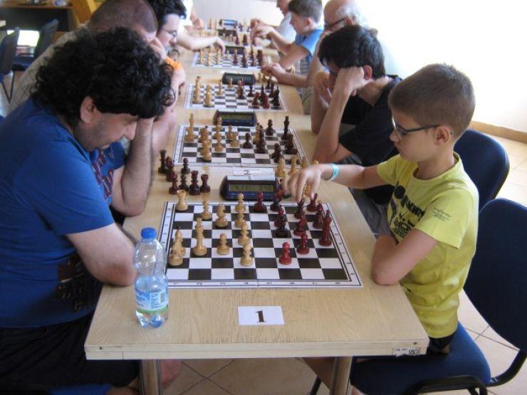"""Concurs internațional de șah: """"Cupa Orașului Tășnad"""", ediția a III-a"""