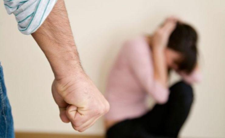 Dosar penal pentru că și-a pălmuit nevasta
