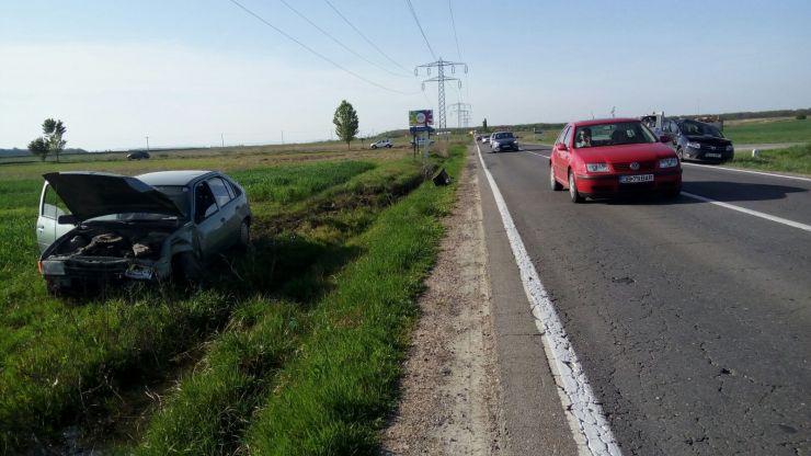 Trei autoturisme implicate într-un acroșaj în localitatea Paleu. Un tânăr din Carei, printre victime