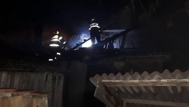 Incendiu la Carei provocat de un coș de fum necurățat