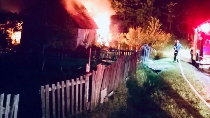 FOTO | Incendiu în Negrești-Oaș. O casă a luat foc