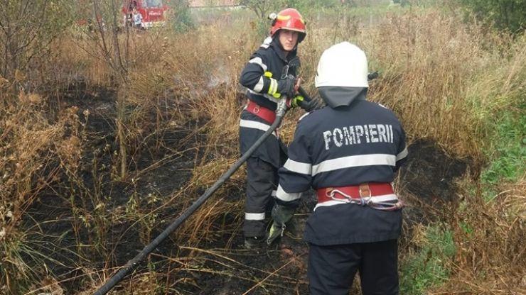 Incendiu de vegetație uscată scăpat de sub control