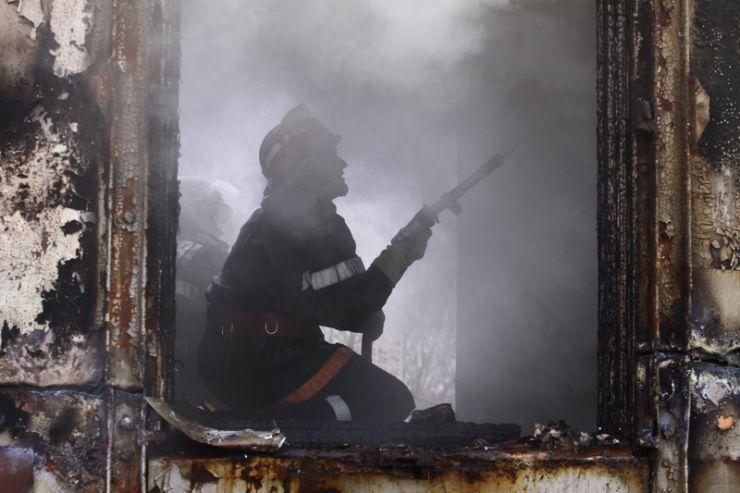 Incendiu provocat de persoane fără adăpost la un bloc de pe strada Mihai Viteazul