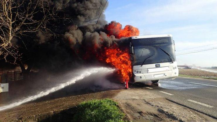 Un autobuz cu pasageri a luat foc, pe Bulevardul Lucian Blaga (foto)