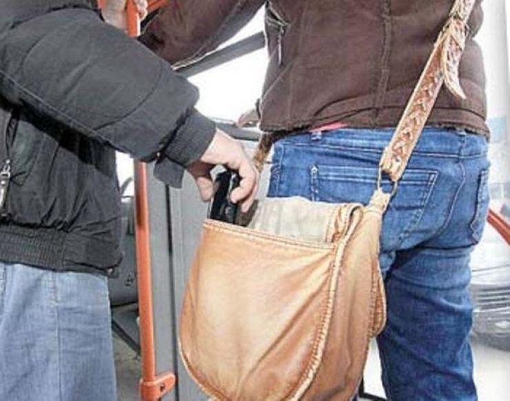 În plin centru – Hoț de telefoane prins de un jandarm aflat în timpul liber