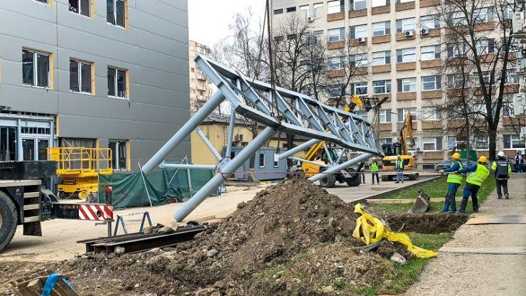 Noua structură a secției de Neurologie, legată printr-o pasarelă de clădirea Spitalului Județean