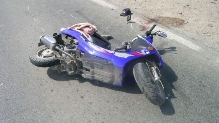 Mopedist accidentat de un şofer care a ignorat semnele de circulaţie