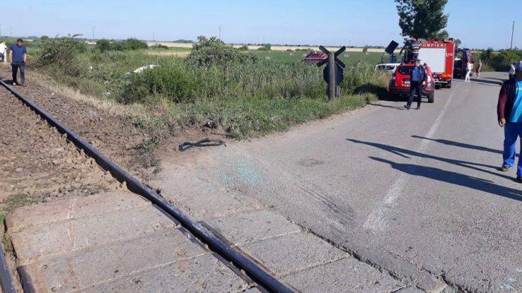 """Accident feroviar la Domănești. Potrivit IPJ, """"trecerea la nivel cu calea ferată era semnalizată corespunzător"""""""